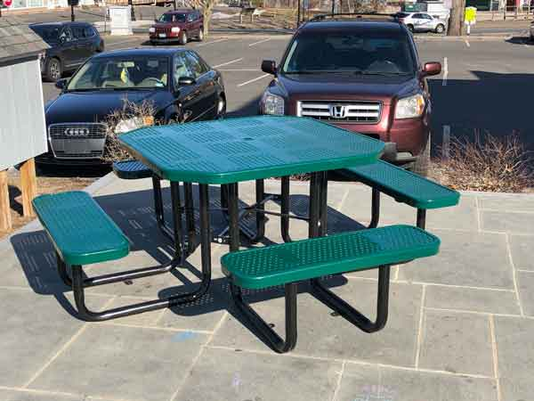 picture of picnic table on the green